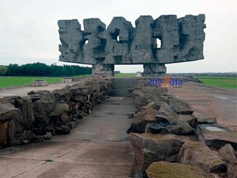 Monumento a todos los que sufrieron en Majdanek