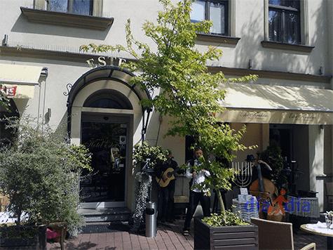 Restaurante Ester. Sirve comida judía y polaca en la peatonal de Cracovia
