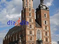 Vista desde el mercado de la iglesia de las 2 torres de Cracovia