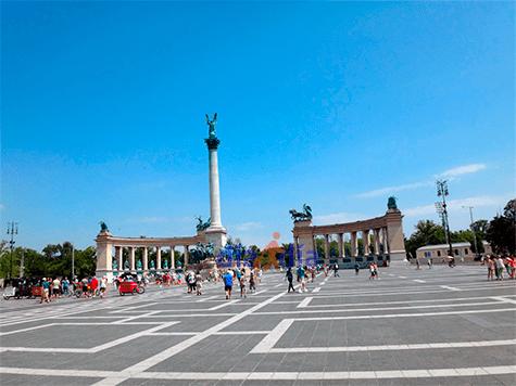 Plaza de los héroes en Budapest