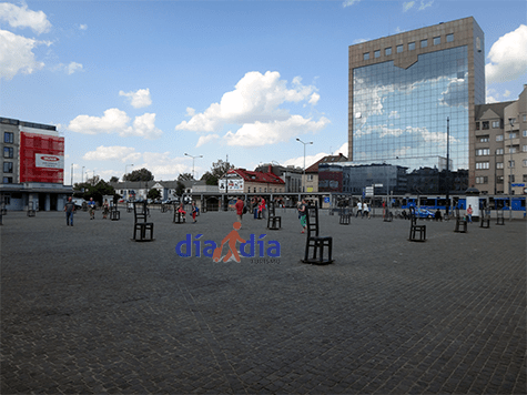 Plaza de Cracovia, al otro lado del río