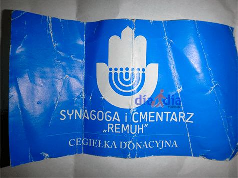 Entrada a la sinagoga Remu