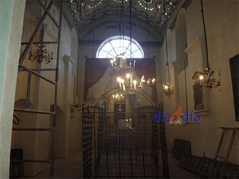 Sinagoga Remu por dentro